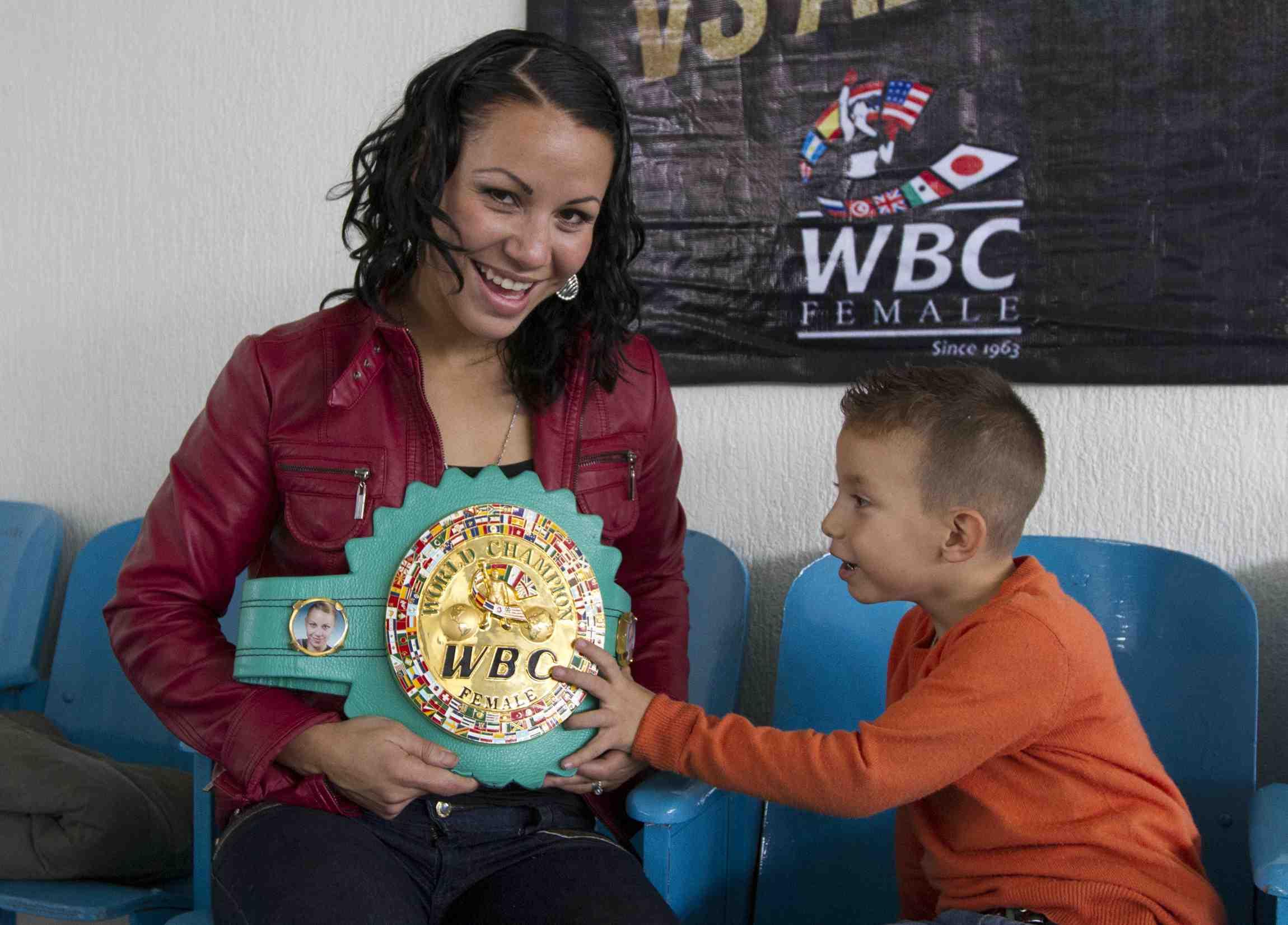 Zulina Muñoz en el Día de las Madres debe repartir su tiempo en el gimnasio.