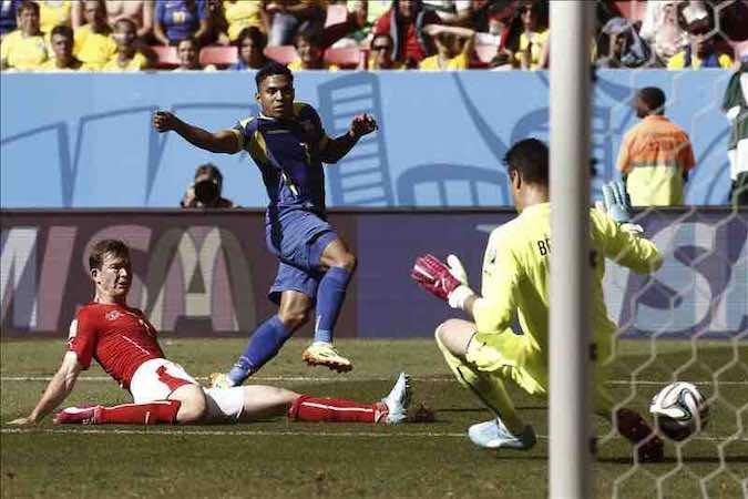 Suiza gana a Ecuador con un gol en la prolongación. EFE