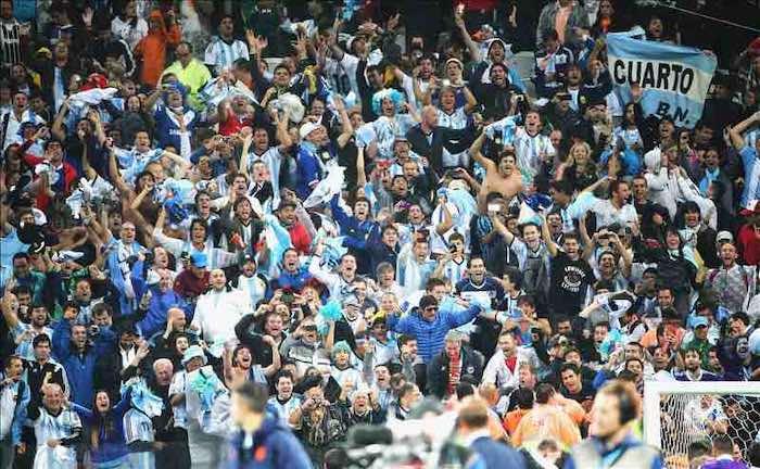 Los argentinos viajan en masa a Río de Janeiro para la final del Mundial. EFE