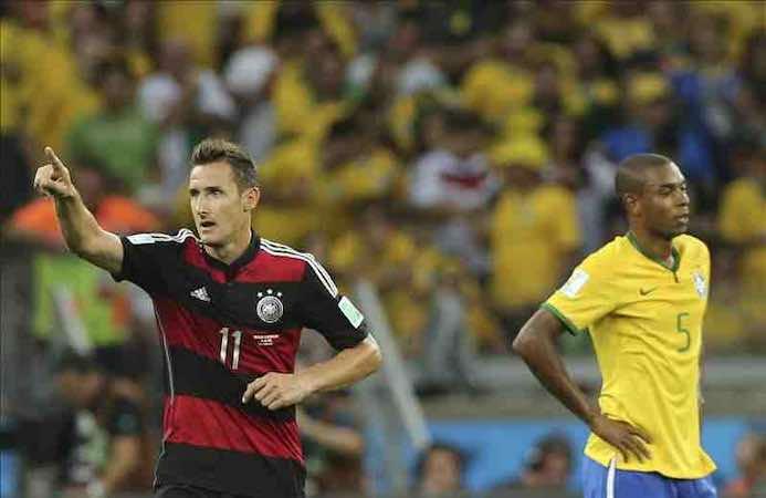 Klose se convierte en el máximo goleador de la historia de los Mundiales. EFE