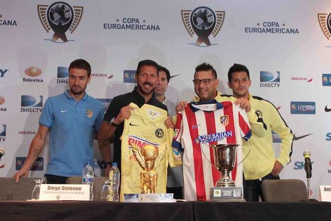 el director técnico del equipo América, Antonio Mohamed y del Atlético de Madrid, Diego Simeone. Notimex