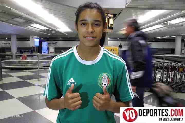 Celiana Torres del tri femenil a su llegada a Chicago