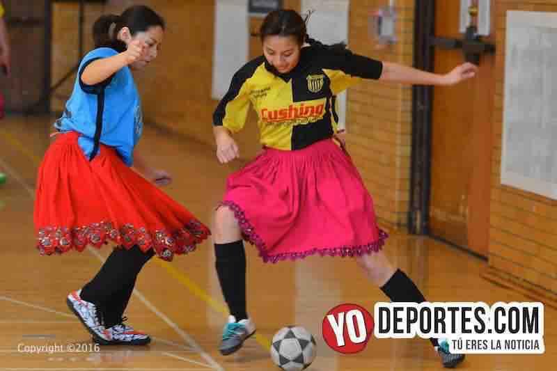 Futbol con polleras ecuatorianas en Chicago
