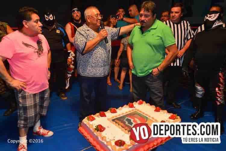 Pedro Ocampo de ELLMEX sorprendido con homenaje