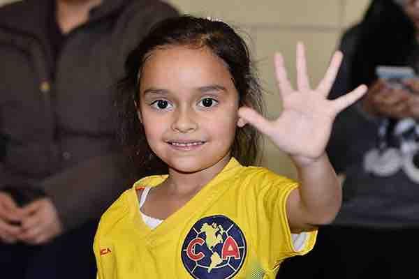Scarlet Martínez juega su primer partido a los 5 años