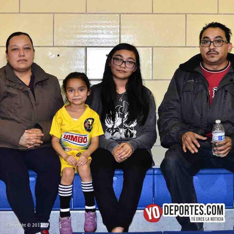 Scarlet Martinez-Liga Diablitos y su familia