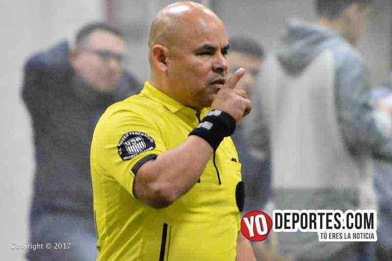 El árbitro Diego Rivera en el juego San San-Tucuaro de la Champions en la Liga Latinoamericana.