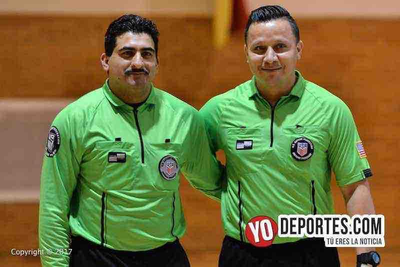 Los árbitros Otto Mejia y Rommel Bourdet en la final Barza-Barrios Unidos de la Liga Club Deportivo Checa