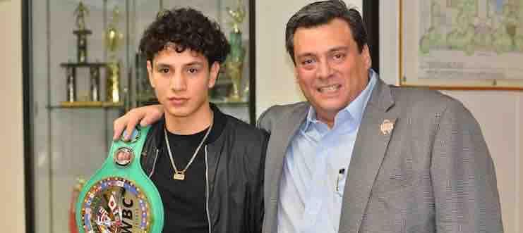 Rolando Vargas tiene todo para ser campeón mundial dijo Mauricio Sulaimán.