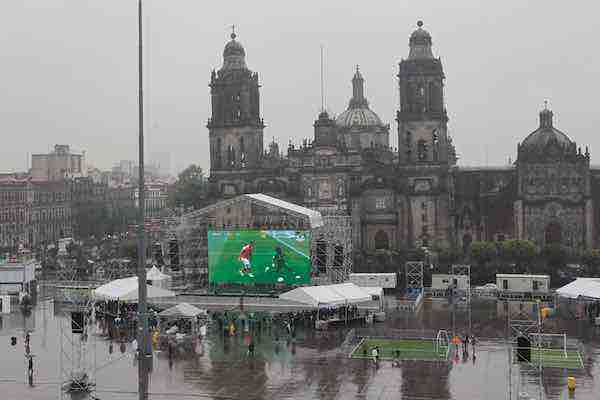 Mexicanos siguen el Mundial al estilo ruso