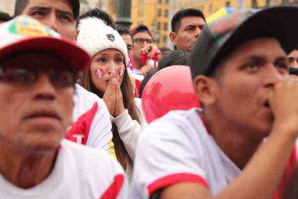Perú llora con la cabeza alta su pronta eliminación del Mundial de Rusia