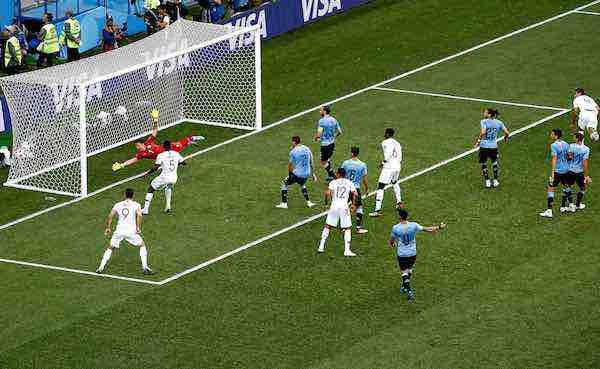 Uruguay eliminado Francia primera semifinalista con goles de Varane y Griezmann