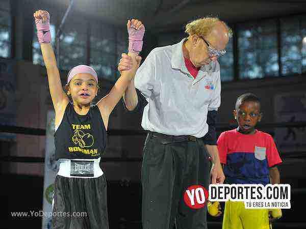 Eliza Figueroa se lleva la noche en la función Harrison Park Boxing Event