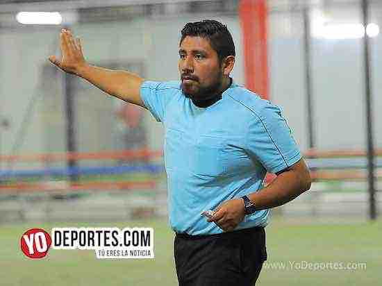 Arbitro Gio Gonzalez-Flash-Muchos Nachos-AKD Soccer League-semifinal