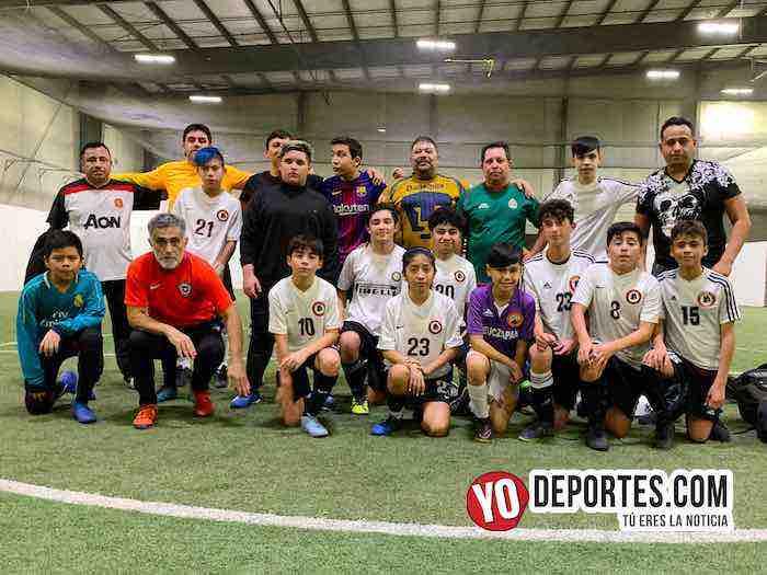 Papás de Chicago Real derrotan a sus hijos en inédito partido de fútbol