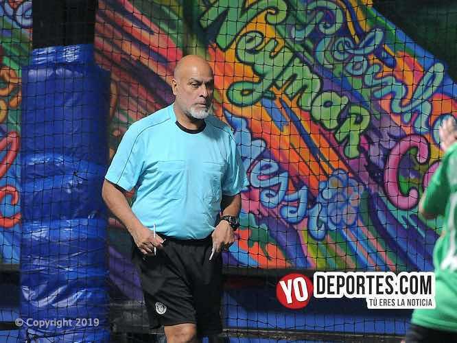 Armando Tello árbitro de la Liga Interamericana Femenil en Chicago.